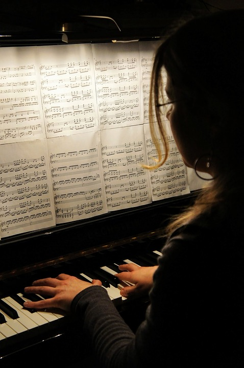 What are the disadvantages of playing the piano?